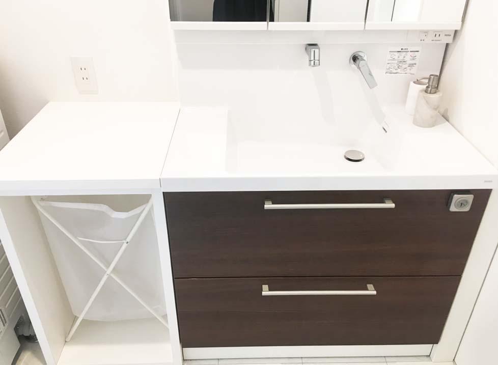 洗面台の幅を広げる棚