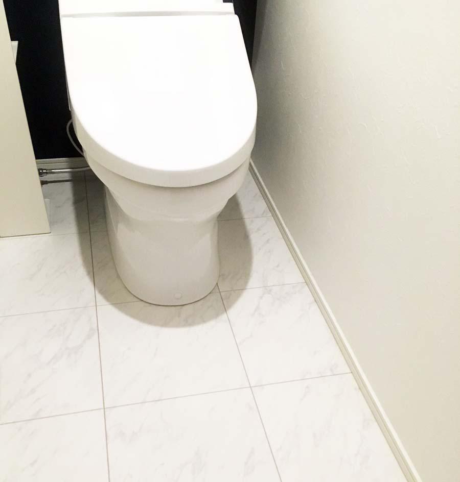 トイレの大理石風床材