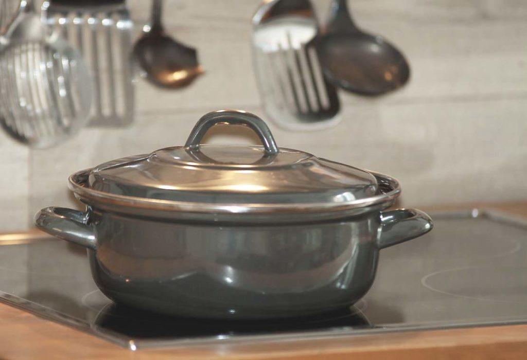 グレーの鍋