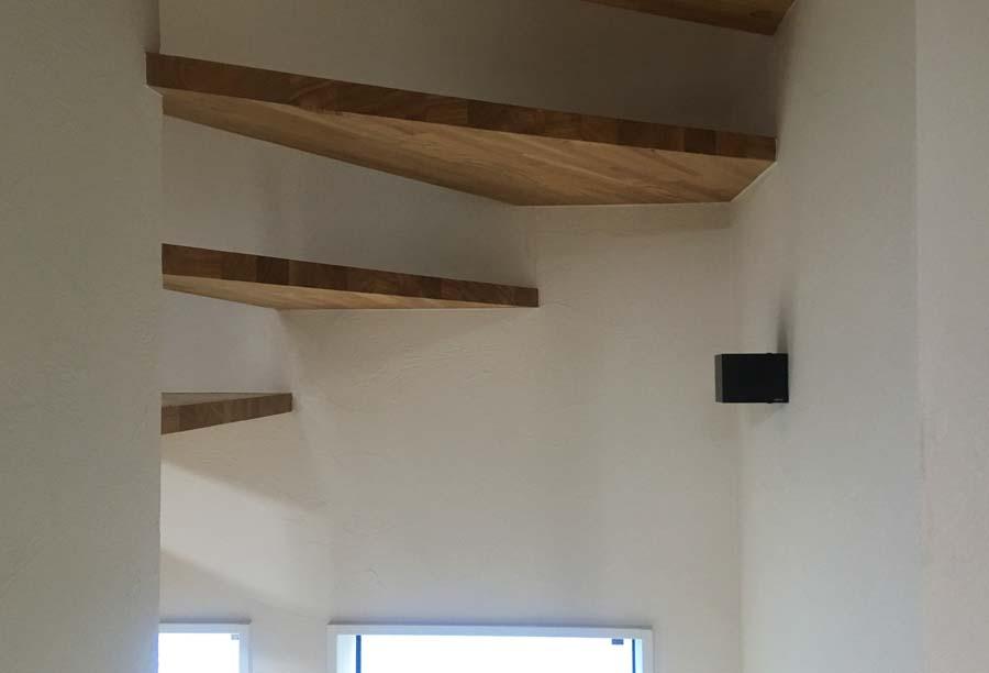階段のブラケットライト
