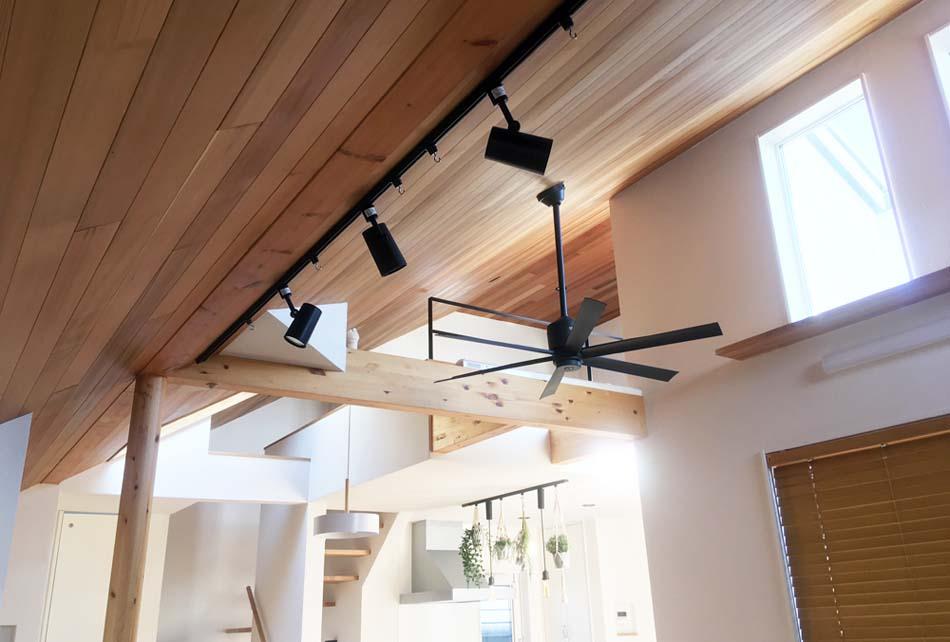 天井の板張り