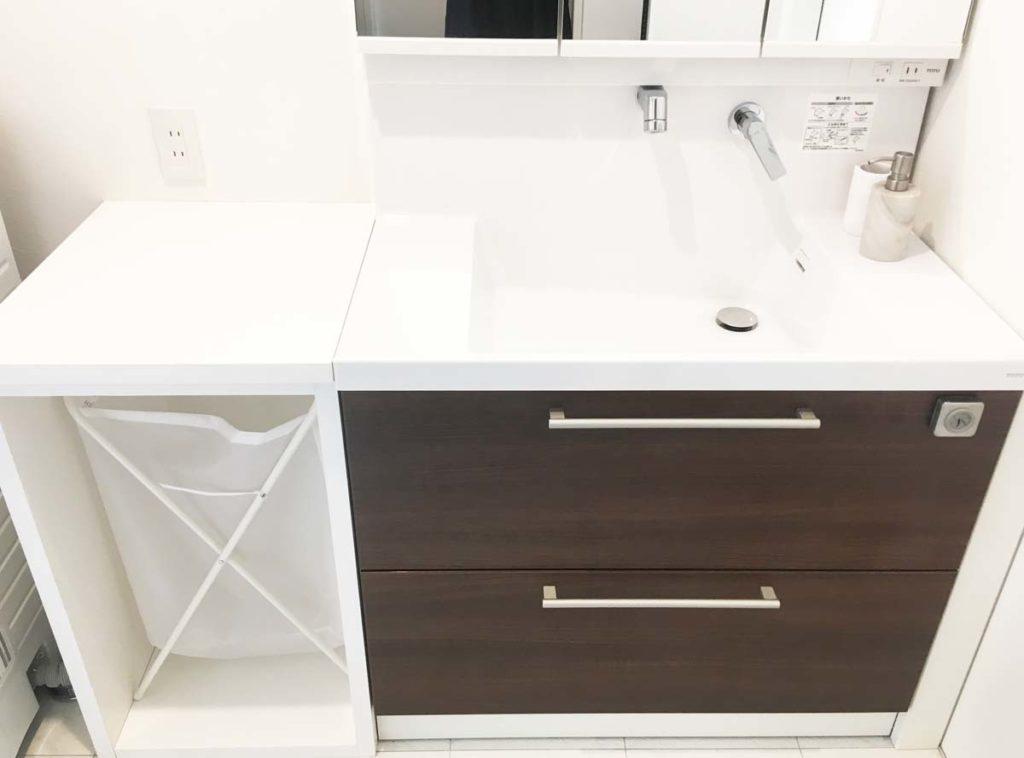 システム洗面台とカウンター