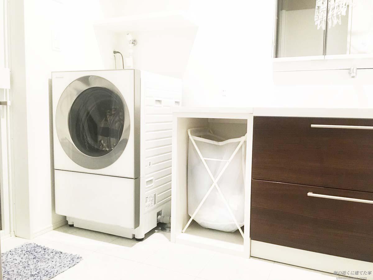 キューブルの洗濯機を置いた洗面所
